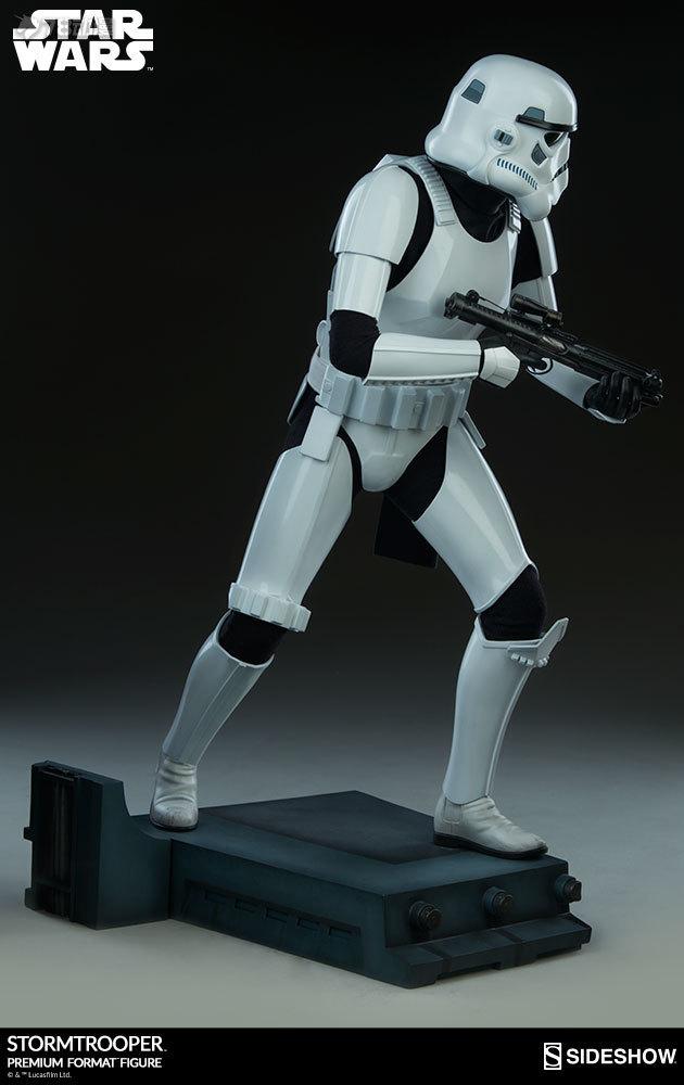 Sideshow-Stormtrooper-Statue-009.jpg