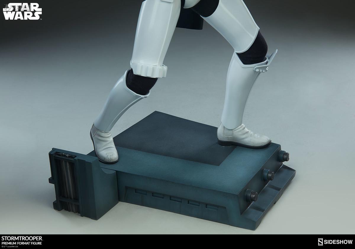 Sideshow-Stormtrooper-Statue-020.jpg