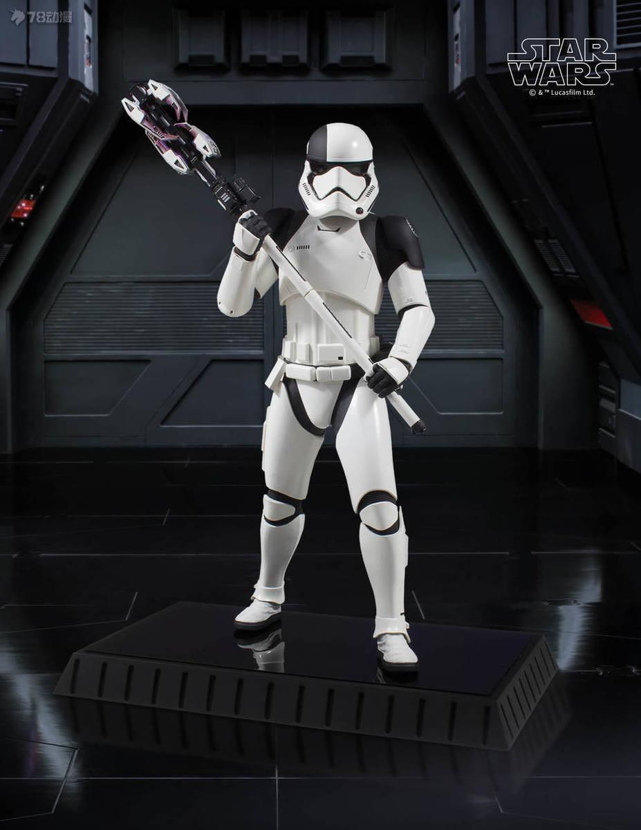 Gentle-Giant-Executioner-Trooper-003.jpg