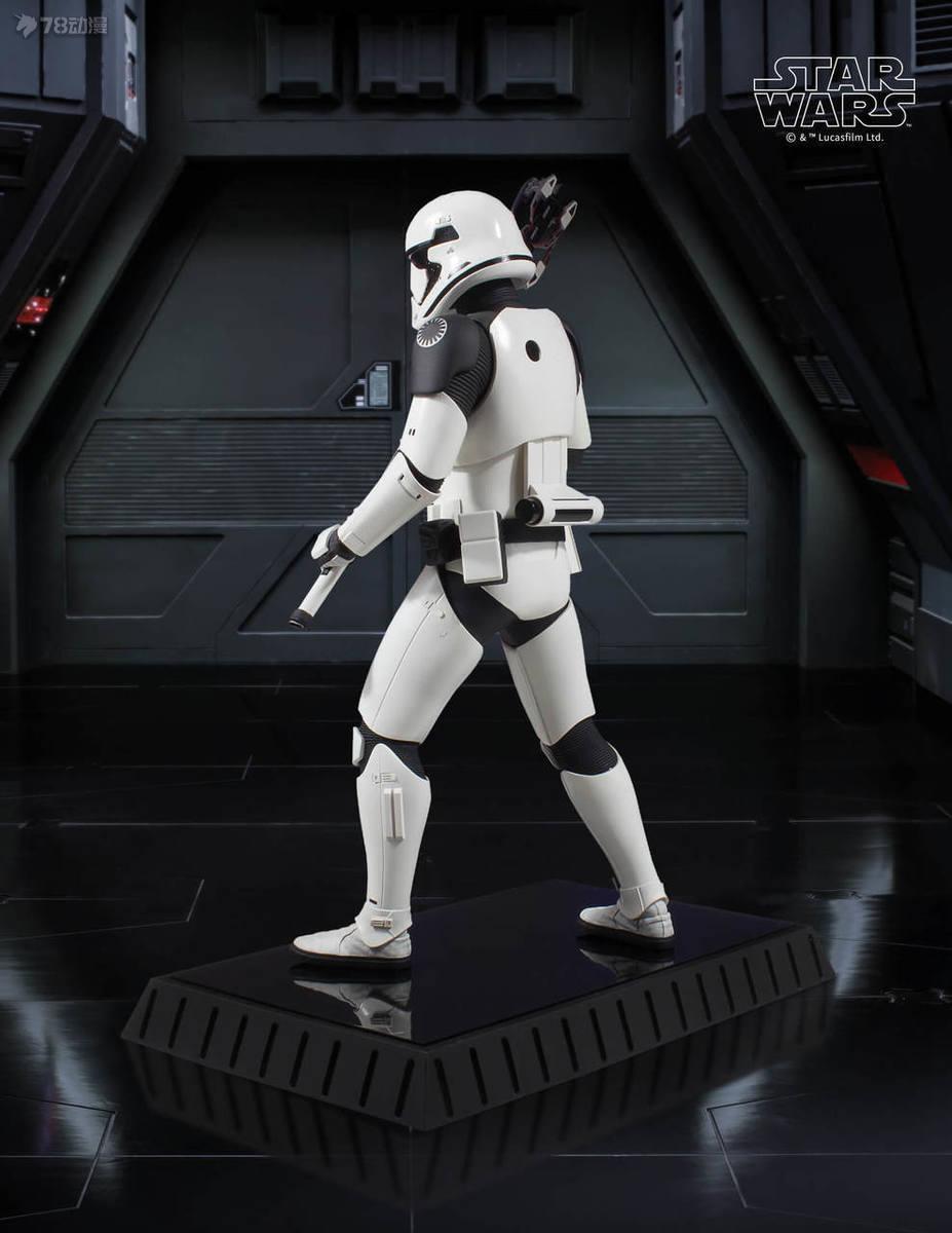 Gentle-Giant-Executioner-Trooper-006.jpg
