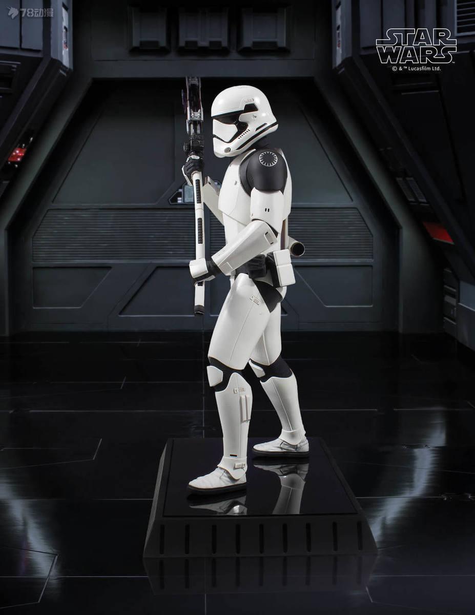 Gentle-Giant-Executioner-Trooper-005.jpg