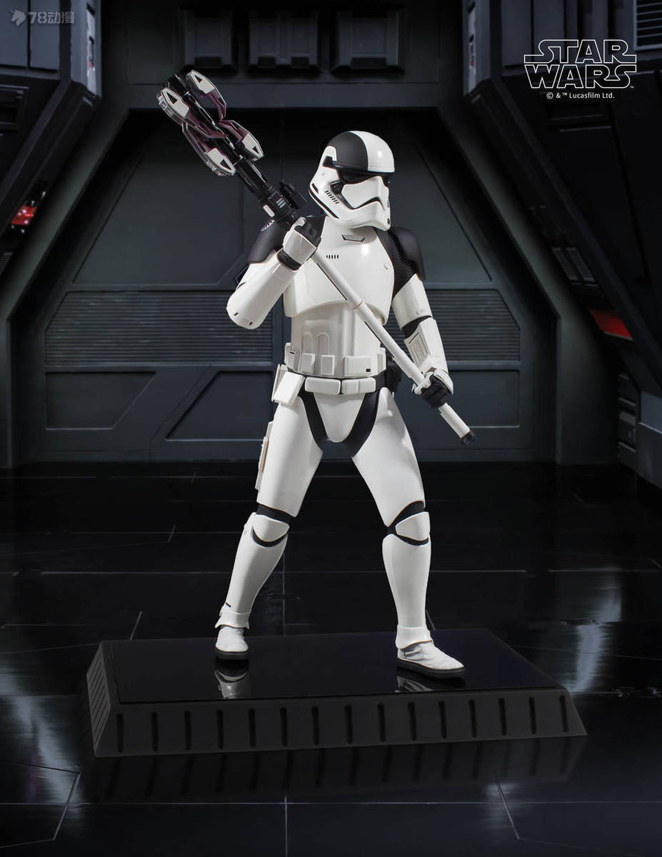 Gentle-Giant-Executioner-Trooper-011.jpg