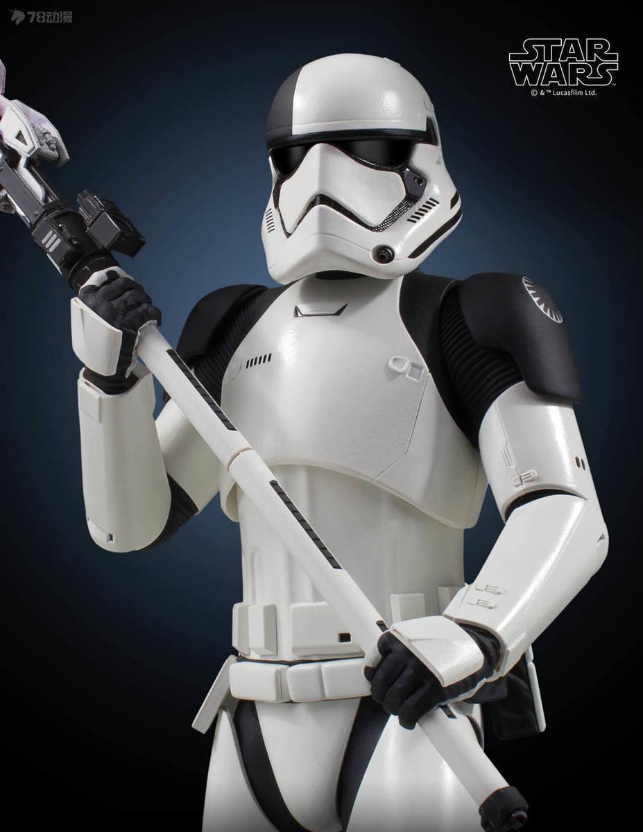 Gentle-Giant-Executioner-Trooper-012.jpg